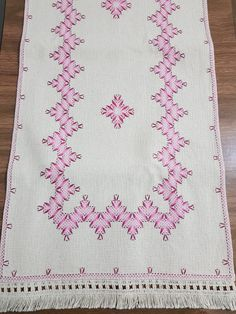 Crochet Bedspread, Swedish Weaving, Bargello, Bohemian Rug, Diy And Crafts, Lily, Embroidery, Rugs, Sewing