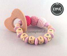 Such a cute teether! www.opmaatgehaakt.nl - Heart Crochet Baby name personal Rattle Teether gift haken omg opmaatgehaakt leuk gepersonaliseerd kraamcadeau naam