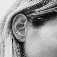 ear piercing ideas &other stories Ohrstecker Gold Kugeln Rund Ohrringe Statement Sandro Iro Zara Minimalismus Piercing Tattoo, Piercing Rook, Cartilage Piercings, Body Piercings, Tongue Piercings, Upper Ear Lobe Piercing, Second Piercing, Ear Piercings, Body Mods