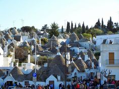 http://glamgrid.com/traditional-trulli-houses-of-alberobello/