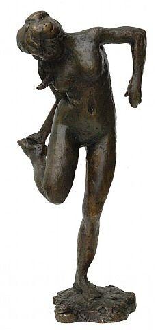 Edgar Degas (France 1834–1917). Danseuse regardant la plante de son pied droit. Bronze (Quatrieme etude).