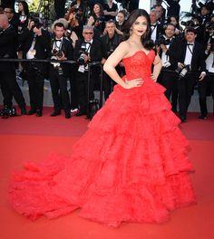 """Aishwarya Rai Bachchan portait une robe Ralph & Russo à la projection de """"120 battements par minute"""""""