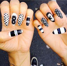 Zendaya shows off another seriously dope manicure - StyleBakery Zendaya Nails, Rihanna Nails, Diy Nails, Cute Nails, Fancy Nails, Nail Trends 2018, White Nail Art, Nail Black, White Art