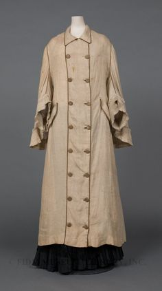 Click thru for more pics and article on Victorian and early 20th century travel dress/info, including a link to ebook written for early women motorists.  Duster  Linen  1877-1880
