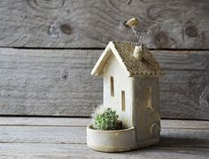 These delicate little house would make a lovely gift. The tealights holder is made with white stoneware. Little windows and a door is open to let the