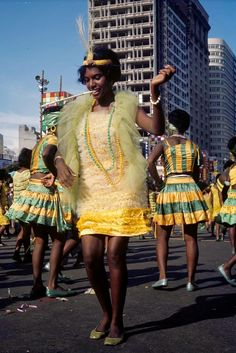 Wonderful Color Photographs of The Carnival in Rio de Janeiro in 1964
