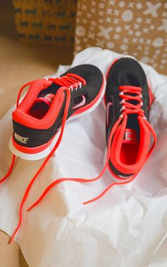 Nike definitely makes it easy (not to mention good-looking) to get a jumpstart on my New Year's resolutions!  The Nike Flex Trainer makes a great gift.