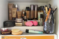 How To: Organize Your Makeup Collection - Makeup Geek Makeup Storage Small, Makeup Storage Organization, Storage Ideas, My Beauty, Beauty Hacks, Beauty Stuff, Beauty Tips, Makeup Collection Storage, Basic Makeup