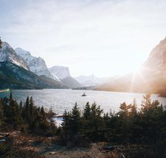 """Banshy: """"Saint Mary Lake // Alex Strohl"""" - Fashitaly All Pictures Oh The Places You'll Go, Places To Visit, Beautiful World, Beautiful Places, Nature Photography, Travel Photography, Photography Jobs, Photography Magazine, Voyager Loin"""
