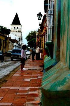 Lara, Venezuela por las calles de Carora!. Mi casa durante un año. Construyendo lo que está en la foto.