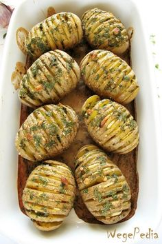 Pieczone ziemniaki hasselback z czosnkiem – przepis fit Vegetarian Recipes, Cooking Recipes, Healthy Recipes, Gluten, Best Appetizers, Food Presentation, My Favorite Food, Great Recipes, Food Porn
