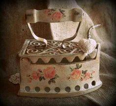 Shabby Vintage, Decoupage Vintage, Vintage Crafts, Retro Vintage, Shabby Chic, Antique Iron, Vintage Iron, Tole Painting, Painting On Wood