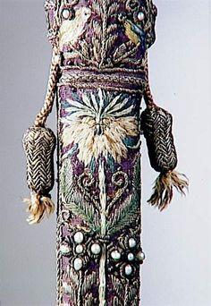 16th century, Renaissance (période) Technic/Material : embroidery (technique), gold thread, pearl (material), silk (textile) Production site :Venise (origine)