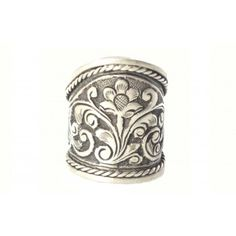 A beautifully designed SILVER TRIBAL YAANI RING by #silvermerc Designs. A #ring which have flower print on it. Its a sterling silver jewelry. #silverjewelry #onlineshopping #ringsonline