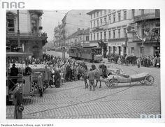 Skrzyżowanie Nowego Światu z Alejami Jerozolimskimi Old Photographs, Old Photos, Poland, Nostalgia, Old Things, Street View, City, Places, Lost