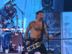SHIRTLESS!!!! Michael Poulsen ♥