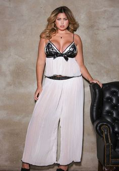The Pleated Chiffon Contrast Lace Cami Top Pants Set by iCollection is a unique addition to OUR plus size lingerie collection. This plus size set features a black lace satin bow e Pretty Lingerie, Plus Size Lingerie, Plus Size Swimwear, Lace Lingerie, Plus Size Pajamas, Plus Size Sleepwear, Mode Plus, Funny Fashion, Lingerie Collection