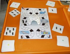 Risultati immagini per bricolage banquise GS Kindergarten Math Activities, Craft Activities, Maths, Polar Animals, Animals For Kids, Pinguin Craft, Ice Crafts, Dramatic Play Themes, Polo Norte