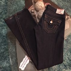 True Religion stretch jeans Good used condition True religion stretch low rise jeans size 26 inseam 33 True Religion Jeans Boot Cut