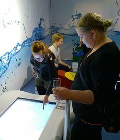 Näyttelyssä on esillä kohteita, jotka kertovat  merenkäynnin historiasta ja nykyisyydestä. Oulu (Finland)