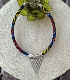 Collier triangle en tissu africain wax : Collier par kla