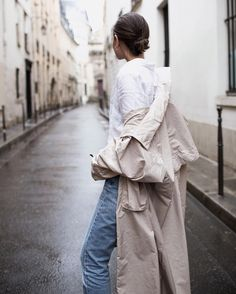"""2,272 Likes, 20 Comments - SARA DONALDSON (@harperandharley) on Instagram: """"The Blue Jeans you'll be investing in this season. What's in, and what's out. New post up on…"""""""
