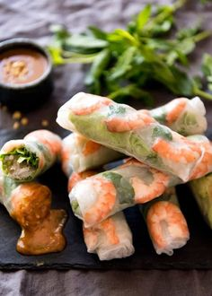 Vietnamese Rice Paper Rolls (Spring Rolls) Recipe video above. Vietnamese Rice Paper Rolls are incredibly fresh and healthy. The Vietnamese peanut dipping sauce that accompanies this is sensational and completely addictive! Vietnamese Rice Paper Rolls, Vietnamese Spring Rolls, Vietnamese Salad Rolls, Thai Spring Rolls, Shrimp Spring Rolls, Vietnam Rice Paper Roll Recipe, Easy Spring Rolls, Shrimp Rolls, Fresh Spring Rolls
