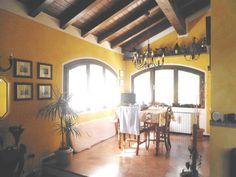 Vic.Ze Centro Di Serramazzoni, Ampia Villa Del '97 Con Finiture Di Pregio E Giardino Privato Pianeggiante http://www.serramazzonese.it/property/3467-2/