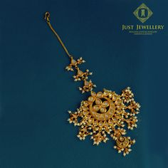 The elegance of a gold & pearl chaand mangtikka is unmatched #justjewellery #mumbai #indianjewellery #wedding jewellery #indianweddings #traditionaljewellery #bridaljewellery #indianbrides #mangtikka #bridalaccessories #fashion #accessories #styling #bridalstyling