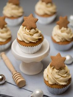 Medové cupcakes Cupcake Recipes, Cookie Recipes, Cupcake Cakes, Dessert Recipes, Christmas Desserts, Christmas Baking, Cake Recept, Czech Recipes, Yummy Cakes