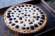 Jeg ved ikke om det lyder lækkert eller ualmindelig nasty. Brietærte? Brombær sæsonen er på vej...