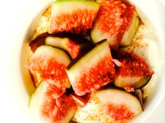 #healthybreakfast of #figs and #yogurt with honey and cinnamon! #Recipe at:   http://www.juliewilcoxmethod.com/low-fat-yogurt-fresh-figs-cinnamon-honey/