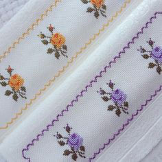 No photo description available. Cross Stitch Pillow, Cross Stitch Borders, Cross Stitch Designs, Pinterest Cross Stitch, Crochet Kitchen, Lavander, Diy And Crafts, Embroidery, Sewing