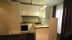 #relooking Pour insérer un véritable espace cuisine dans une pièce centrale, Christophe Alves a trouvé la solution : une cuisine en angle, qui crée une véritable entrée et offre des plans pour cuisiner