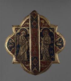 Jewellery (Mors de chape?) showing the Annunciation. Second quarter of the 14th century. Gilded copper, with champleve enamel. (C) RMN-Grand Palais (musée du Louvre) / Jean-Gilles Berizzi