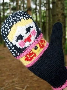 I want to knit...Think its a free pattern. check it out! even if its not free...still cool to look at the beautiful work!