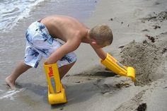 Part beach frolicking kid, part machine. The HandTrux hand shovel turns your kid into a sort of sand 'n surf Terminator, without the whole evil cyborg thing. Also handy (yay puns!) in the snow: Via Toxel. All sorts of fun for the kiddos. Objet Wtf, Sand Toys, Beach Gear, Beach Toys, Beach Accessories, Ready To Play, Shovel, Cool Gadgets, Cool Toys