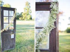 porte ancienne et guirlande de gypsophile © Bubblerock  - So Lovely moments