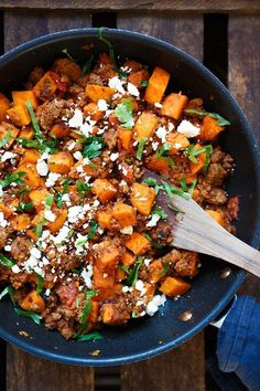 potato and minced meat pan with feta - carousel - Hearty sweet potato mince pan with feta. This recipe is simple and so delicious. – -Sweet potato and minced meat pan with feta - carousel - Hearty sweet potato mince pan with feta. This recipe is s. Crock Pot Recipes, Meat Recipes, Vegetarian Recipes, Chicken Recipes, Cooking Recipes, Healthy Recipes, Shrimp Recipes, Easy Cooking, Easy Dinner Recipes