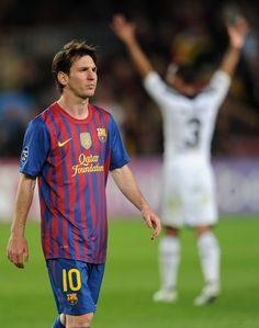 Messi walks off the pitch after losing to Chelsea in the Champions League Semi-Final