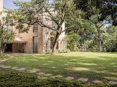 Nos jardins de uma das mais belas casas do mundo... Museu Chácara do Céu no Bairro de Santa Teresa, Rio de Janeiro, Brasil.