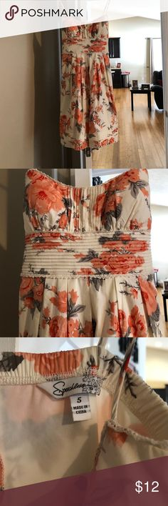 Cute sun dress Very cute summer dress. Worn once on a cruise. No flaws. Very good condition. Padded chest. Size juniors 5 so like a women's 2-4. Very cute on. Color is grey and coral Speechless Dresses Mini