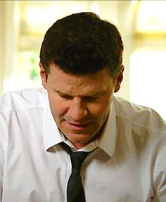 """Bones 9x14. Booth and waffles: """"That's hot. That's hot"""" xD"""