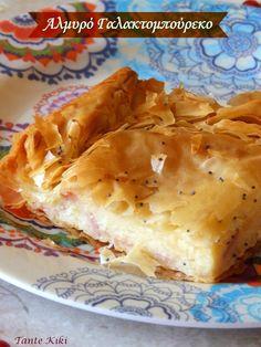 Γαλακτομπούρεκο το αγαπημένο! Μπουρέκ δηλαδή φύλλο στη γλώσσα της γείτονος χώρας επειδή έχει το φίνο και λεπτό φίλο και γάλα από την πλούσια, σιμιγδαλένια, υπόλευκη κρέμα του. Το γαλακομπούρεκο έχει ά Greek Desserts, Greek Recipes, Cookie Dough Pie, Quiche, Greek Pastries, Filo Pastry, I Foods, Macaroni And Cheese, Dessert Recipes