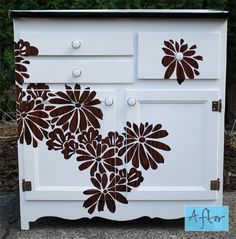 reverse woodgrain stenciling. gorgeous. I have an antique vanity I may try to use this on :)