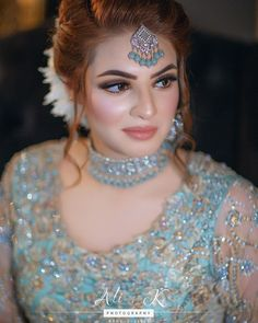 Pakistani Bridal Makeup Red, Pakistani Bridal Jewelry, Bridal Mehndi Dresses, Indian Bridal Outfits, Pakistani Wedding Outfits, Disney Wedding Dresses, Wedding Hijab, Pakistani Dresses, Bridal Makeup Looks