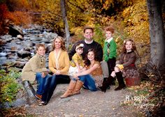 Outdoor Family Portrait Ideas | fall family portrait ideas Family Portrait Ideas
