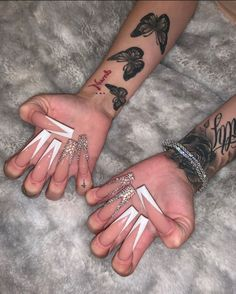 25 Beautiful But Simple Winter Acrylic Coffin Nail Designs - Tattoos Best Acrylic Nails, Acrylic Nail Designs, Piercings, Bling Nails, Aycrlic Nails, Glitter Nails, Hand Tattoos, Tatoos, Cute Nails
