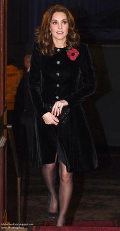 Duchess of Cambridge wearing Catherine Walker Velvet Caressa Coat at the Festival of Remembrance Kate Middleton Legs, Estilo Kate Middleton, Kate Middleton Outfits, Duke And Duchess, Duchess Of Cambridge, Best Fashion Photographers, Pantyhosed Legs, Princesa Kate Middleton, Catherine Walker