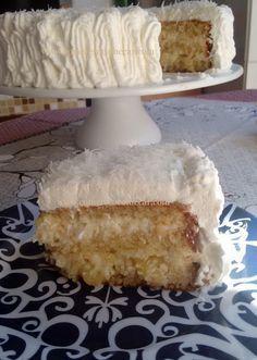 Receitas Culinárias: BOLO DOIS RECHEIOS DE ABACAXI E COCO COM LEITE PÓ Creative Cakes, Creative Food, Sweet Recipes, Cake Recipes, Baker Cake, New Year's Cake, Pineapple Cake, Pie Dessert, Piece Of Cakes